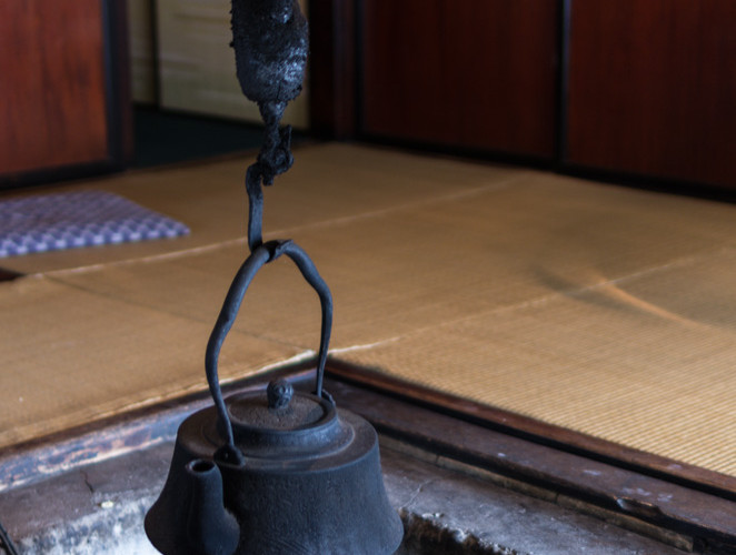 Old kettle in Minshuku Tsutamuraya