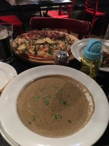 Queenstown 2017: Pizza and Soup at Winnies