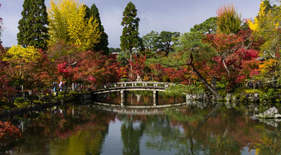 Eikando-ji: Pond bridge
