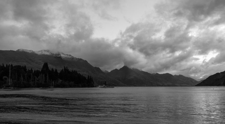 Queenstown 2017: TSS Earnslaw arriving in the evening